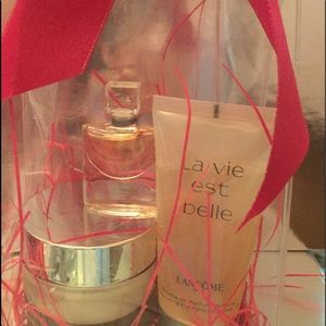 La Vie Est Belle fragrance set by Lancome